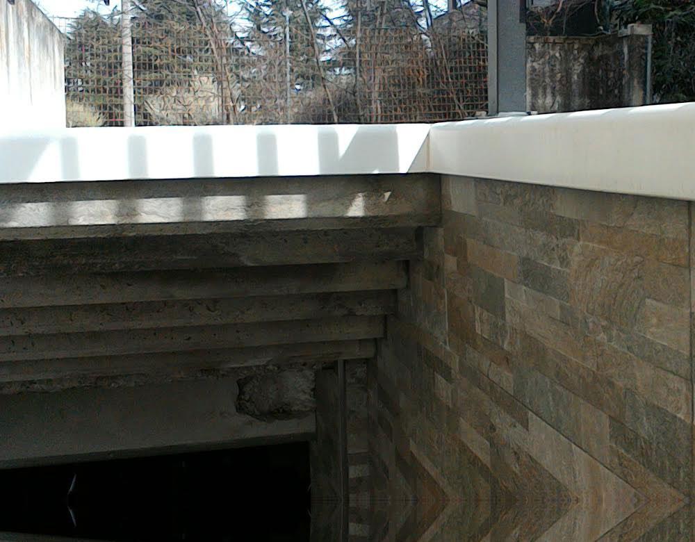 Scala garage rivestimento pavimenti e muri esterni con - Rimuovere cemento da piastrelle ...